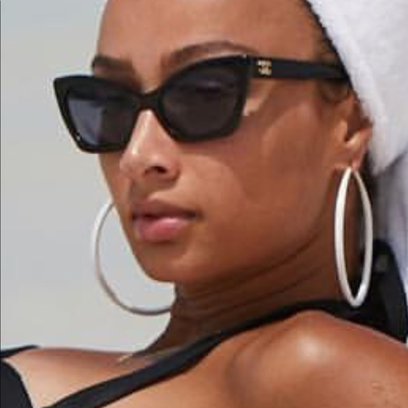 e4efa9c182 CHANEL Accessories - Vintage Chanel Cat-eye Sunglasses